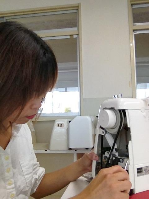 学校の家庭科室のミシンを出張修理致します